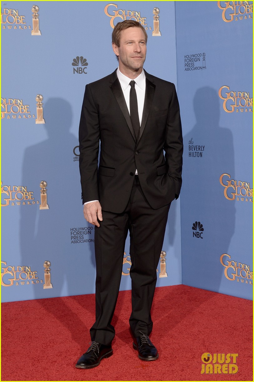 aaron eckhart golden globes 2014 red carpet 053029512