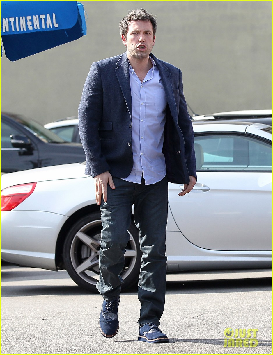 ben affleck steps out after joking about his big dick 10