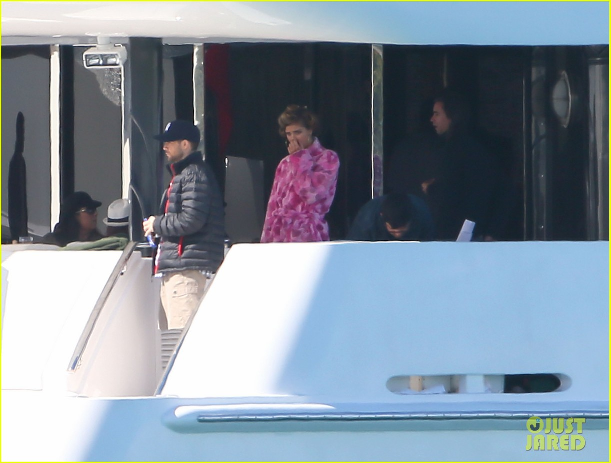 nina agdal joins entourage guys on set for yacht scene 08
