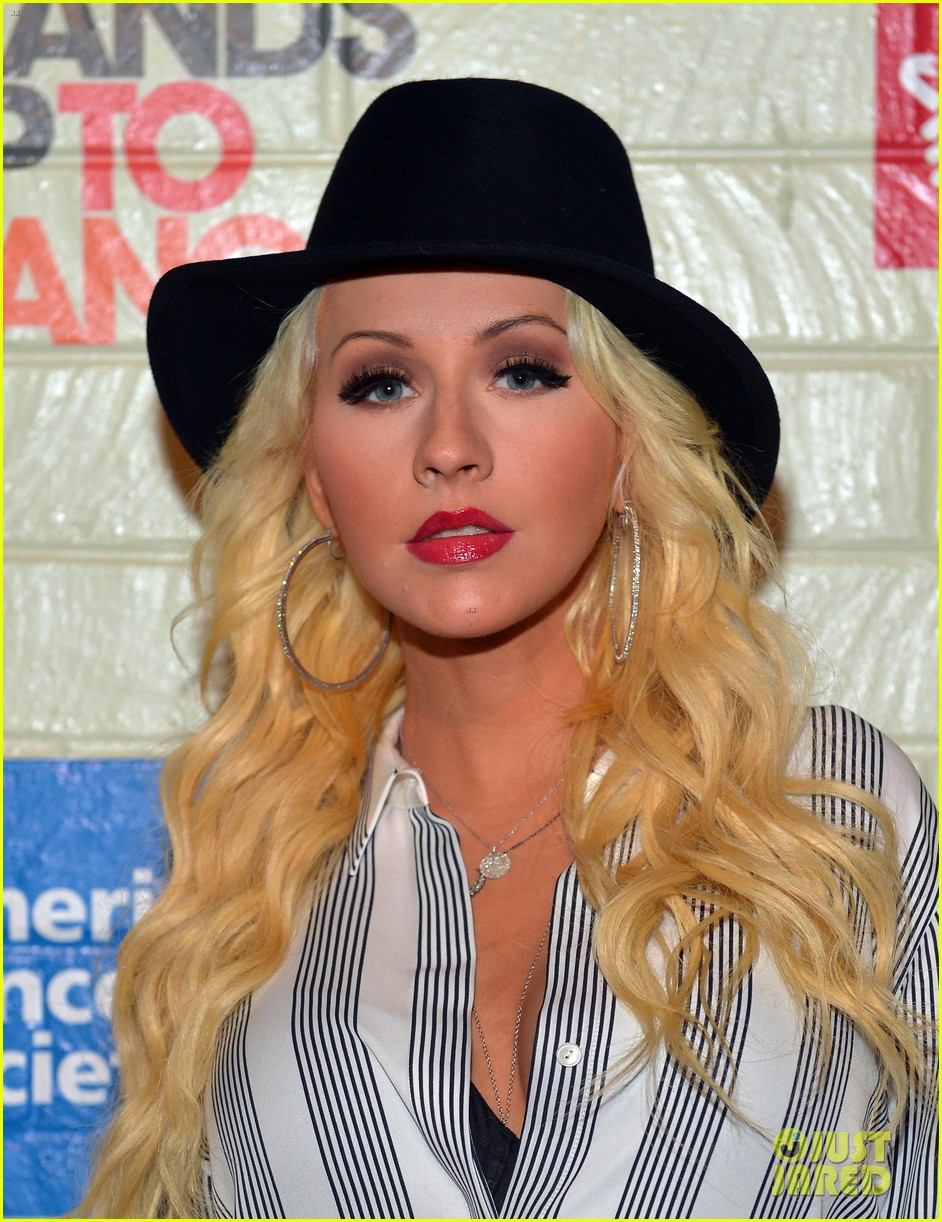 christina aguilera is fedora fierce at stand up to cancer event 063043247