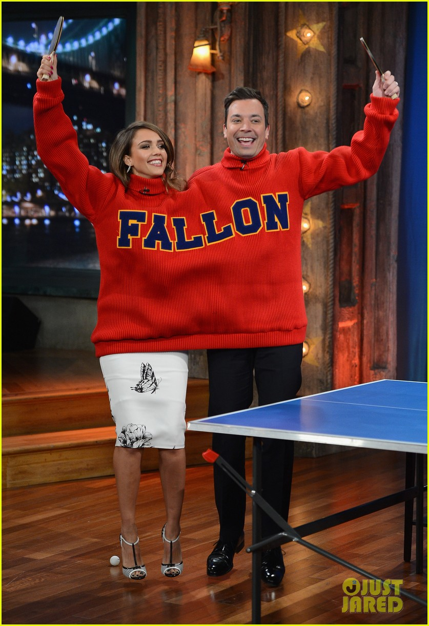 jessica alba gets into jimmy fallons sweater on late night 05