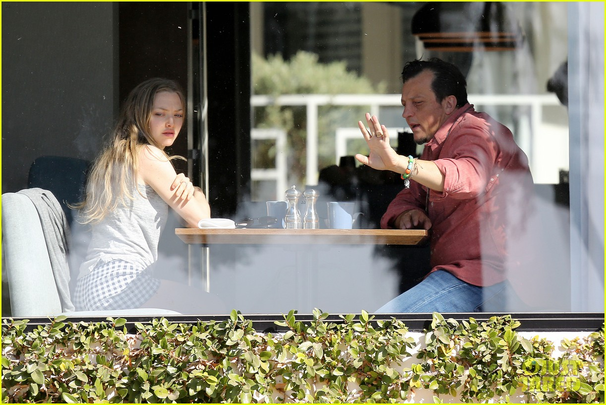 amanda seyfried justin long take finn to the doggy dentist 103035587