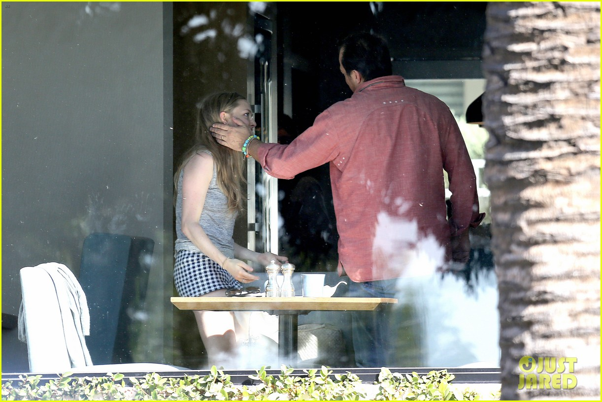 amanda seyfried justin long take finn to the doggy dentist 19