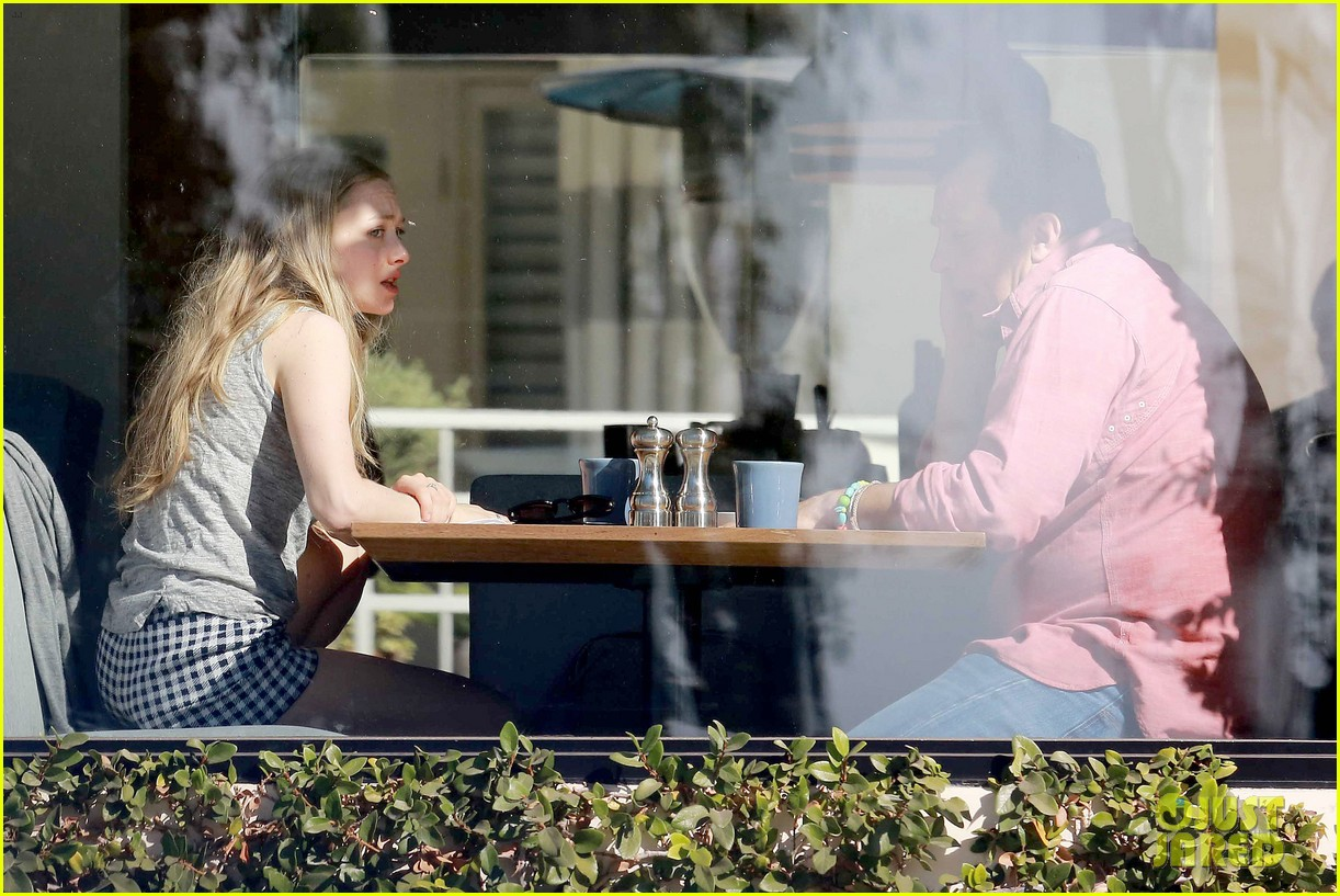 amanda seyfried justin long take finn to the doggy dentist 303035607