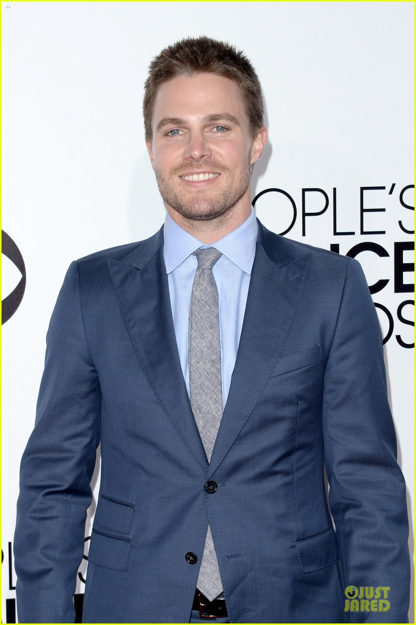 stephen amell presenter at peoples choice awards 2014 063025740