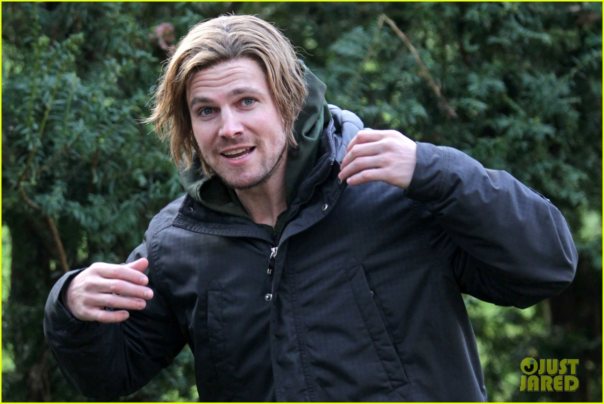stephen amell long haired wig for arrow scenes 02