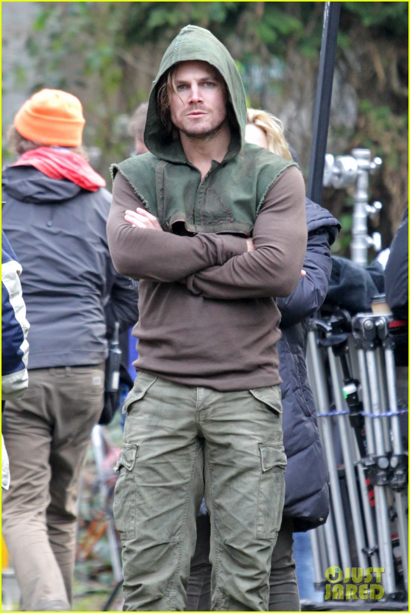 stephen amell long haired wig for arrow scenes 07