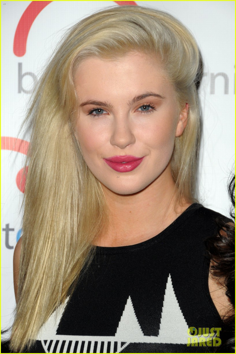 ireland baldwin walks red carpet at inspire gala with dad alec 193043978