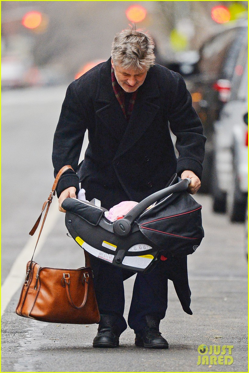 alec baldwin steps out before big snowstorm 073022180