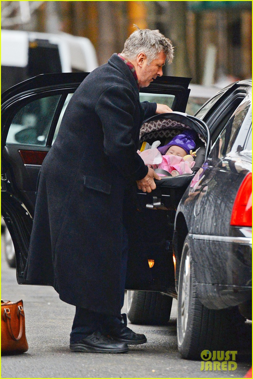 alec baldwin steps out before big snowstorm 10
