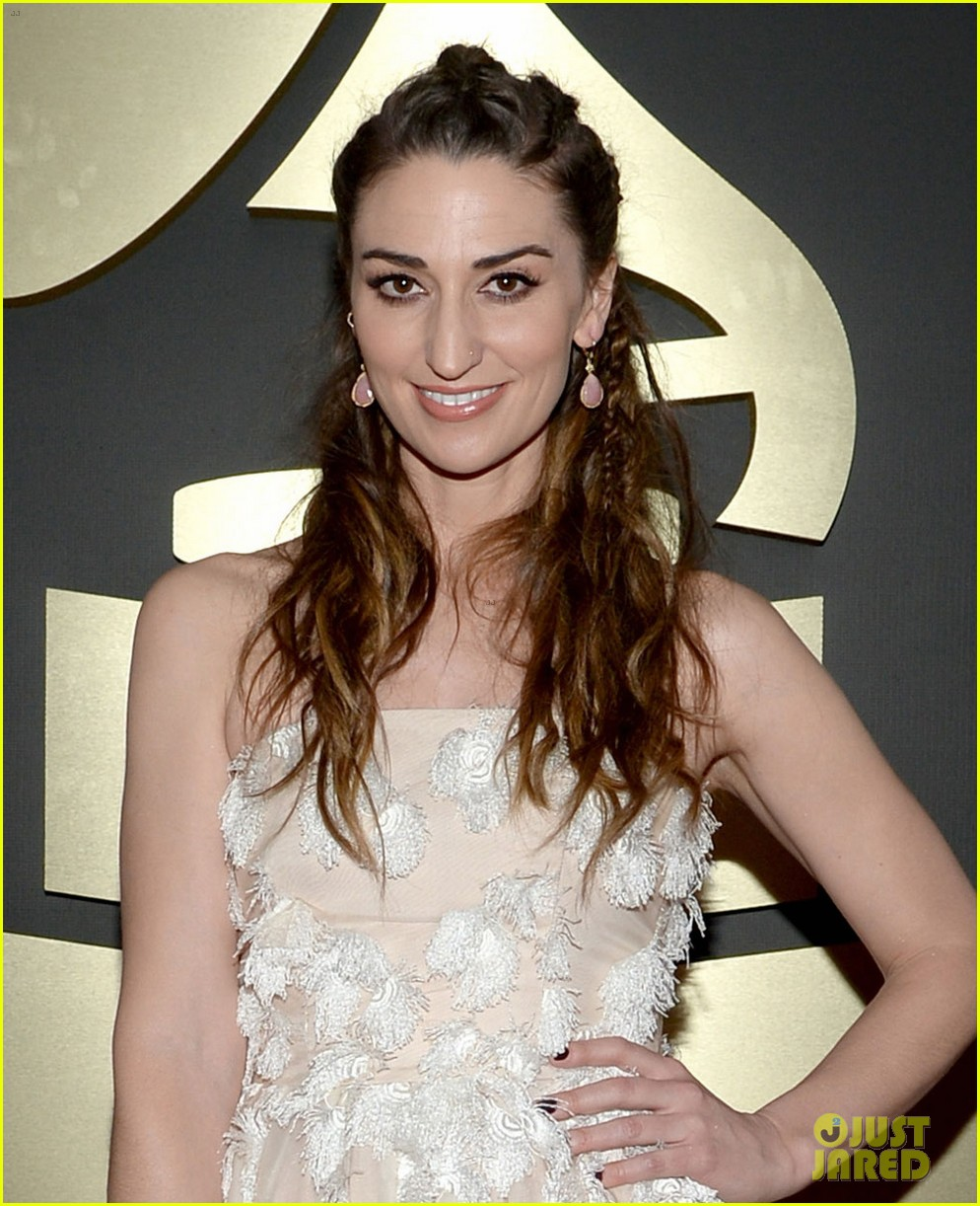sara bareilles grammys 2014 red carpet 023041271