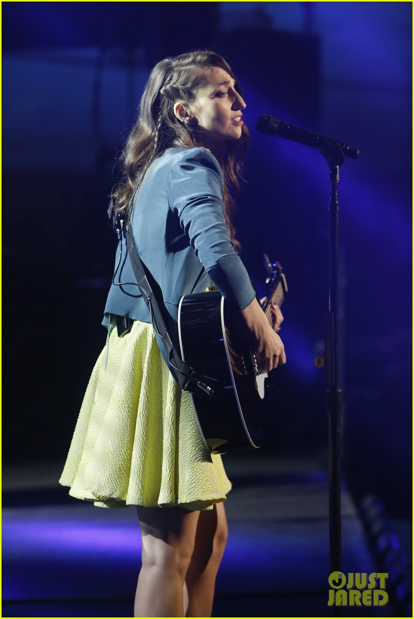 sara bareilles performs new single i choose you on kimmel 05