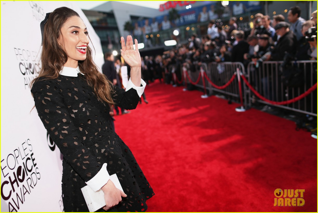 sara bareilles peoples choice awards 2014 red carpet 023025569