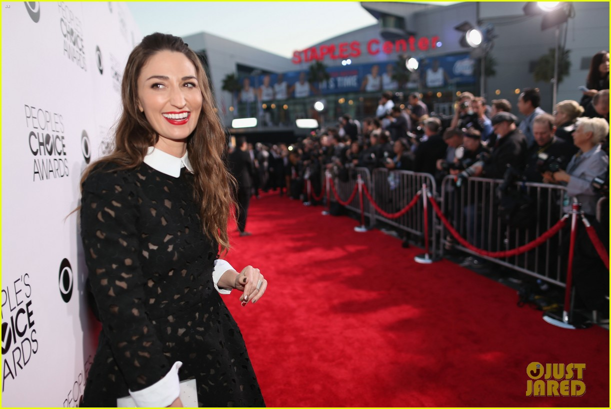 sara bareilles peoples choice awards 2014 red carpet 053025572