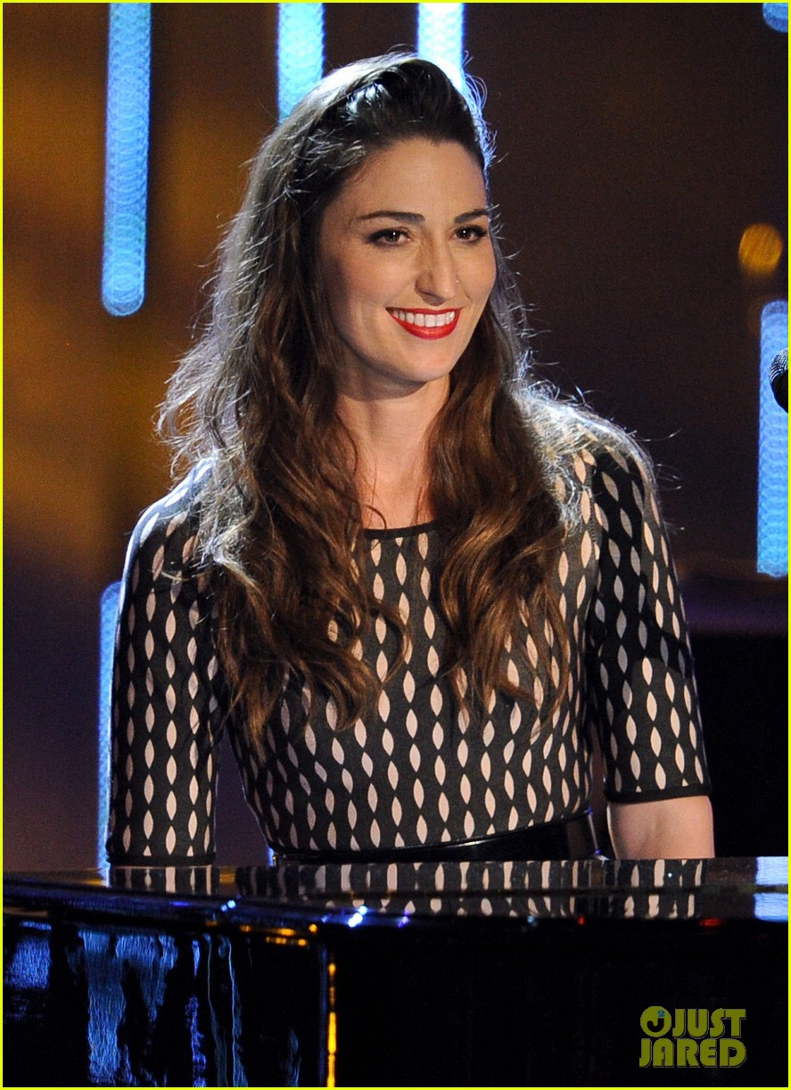 sara bareilles peoples choice awards 2014 performance video 013025725