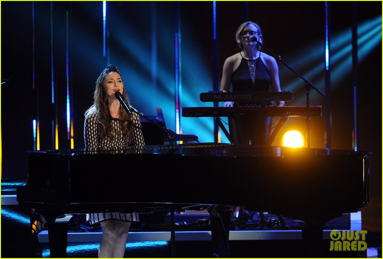 sara bareilles peoples choice awards 2014 performance video 043025728
