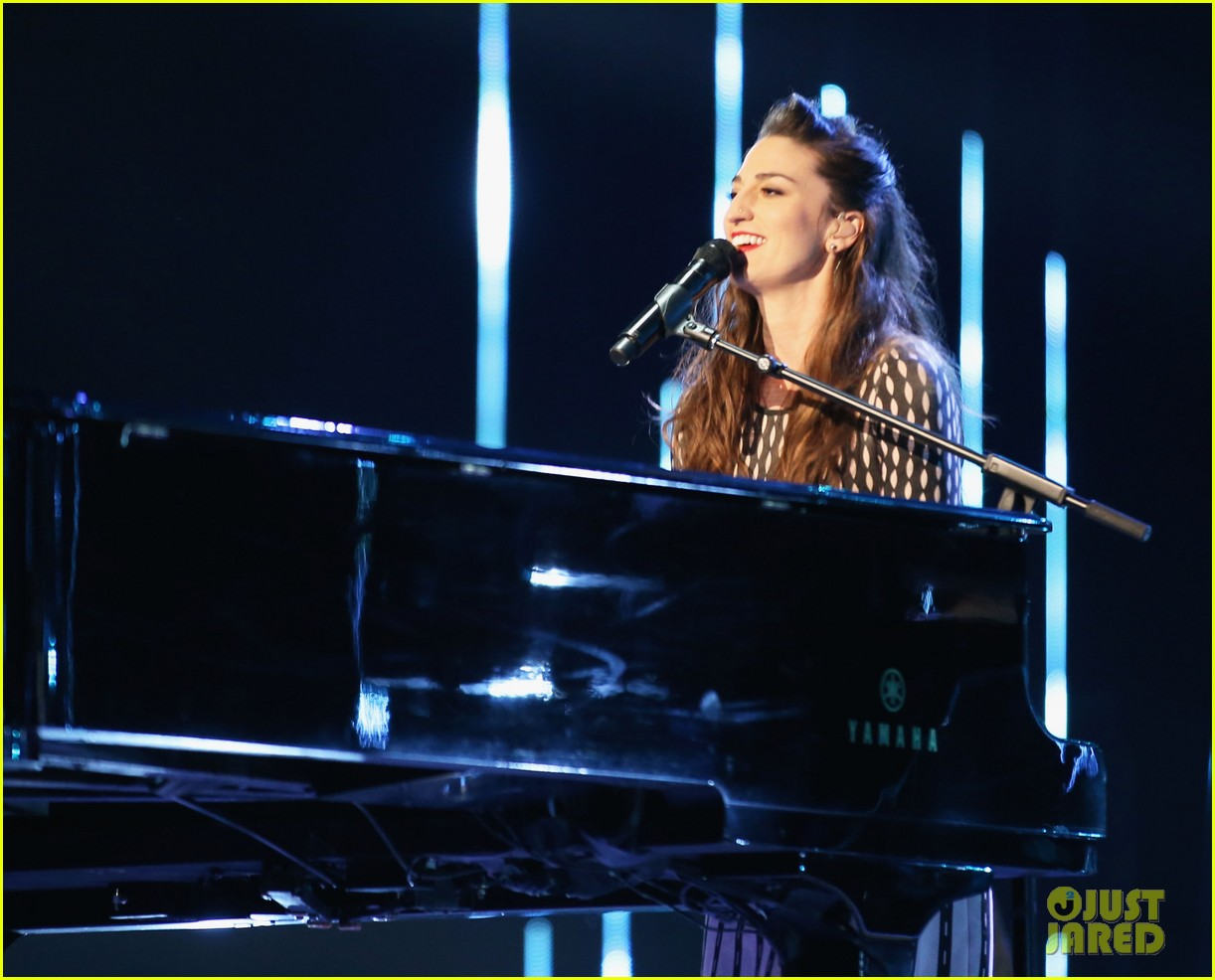 sara bareilles peoples choice awards 2014 performance video 07