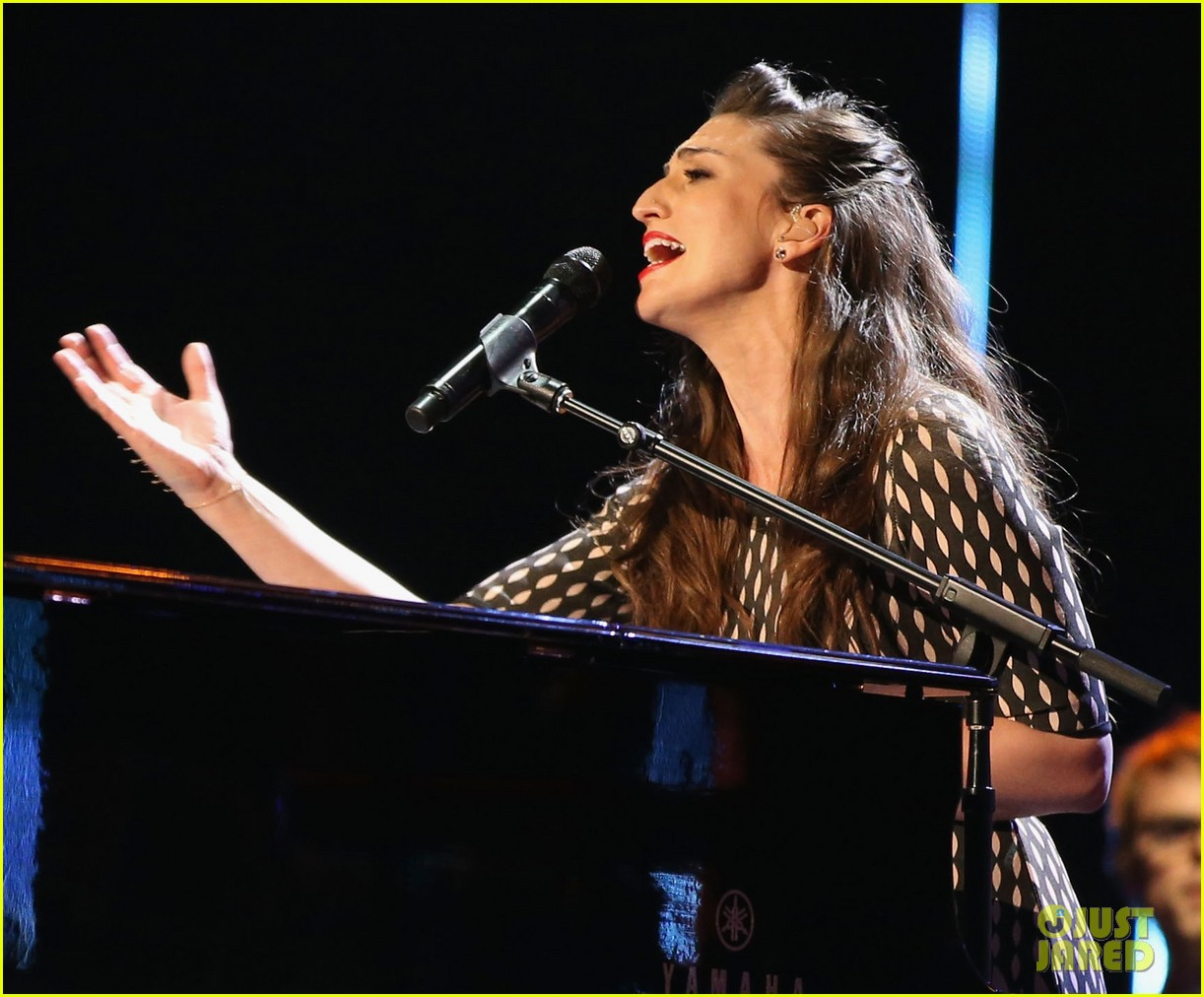 sara bareilles peoples choice awards 2014 performance video 08
