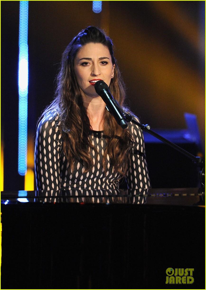 sara bareilles peoples choice awards 2014 performance video 093025733