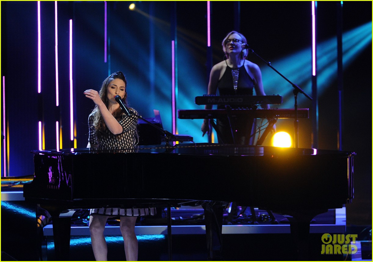sara bareilles peoples choice awards 2014 performance video 10