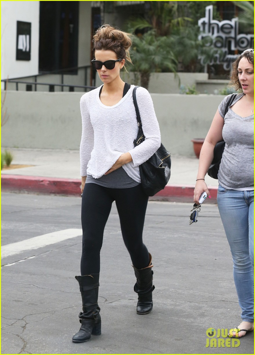 kate beckinsale gets her shop on in weho 133037853
