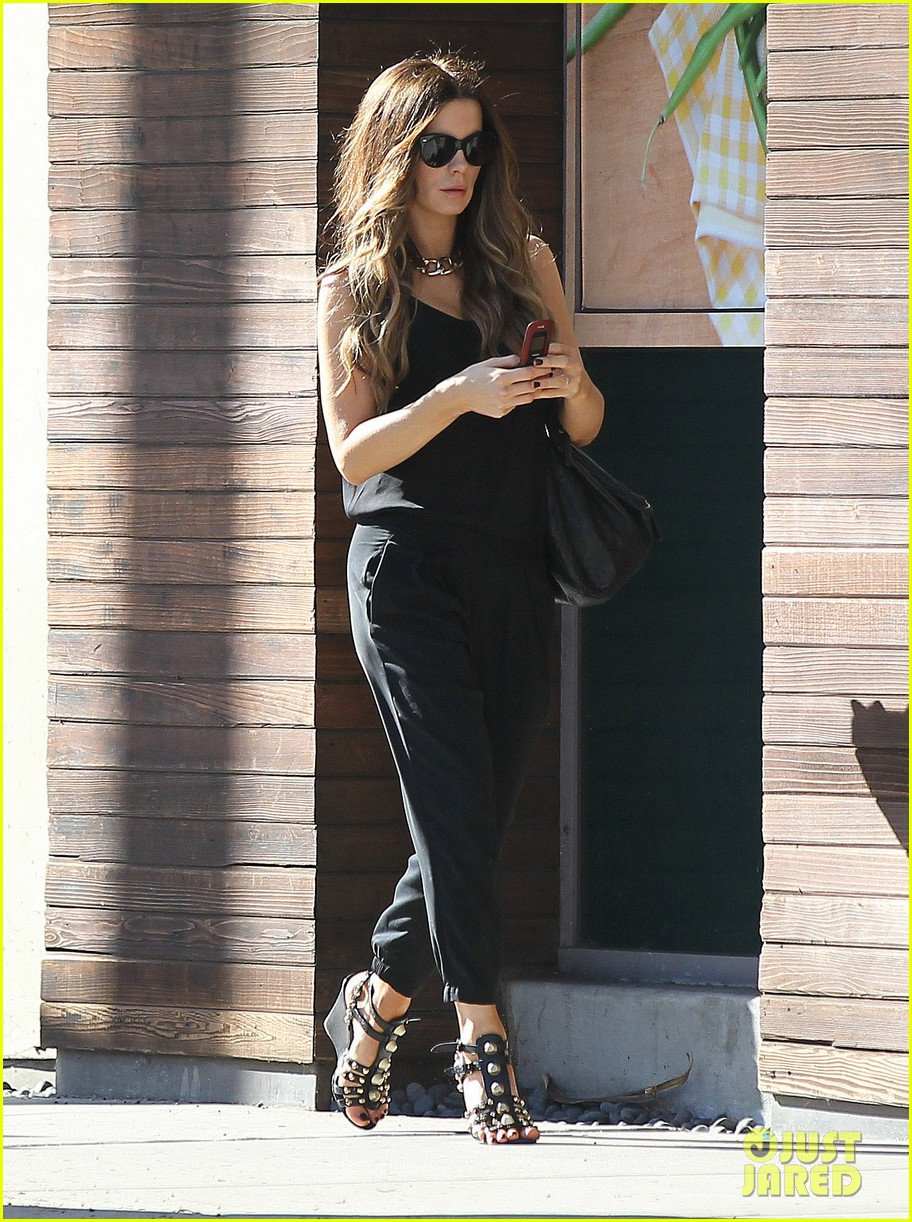 kate beckinsale super stylish whole foods run 13