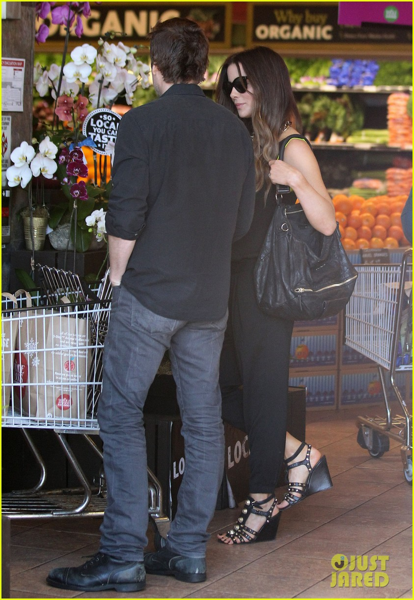 kate beckinsale super stylish whole foods run 19