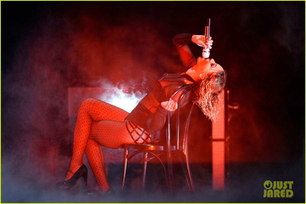 beyonce jay z drunk in love at grammys 2014 watch now 10