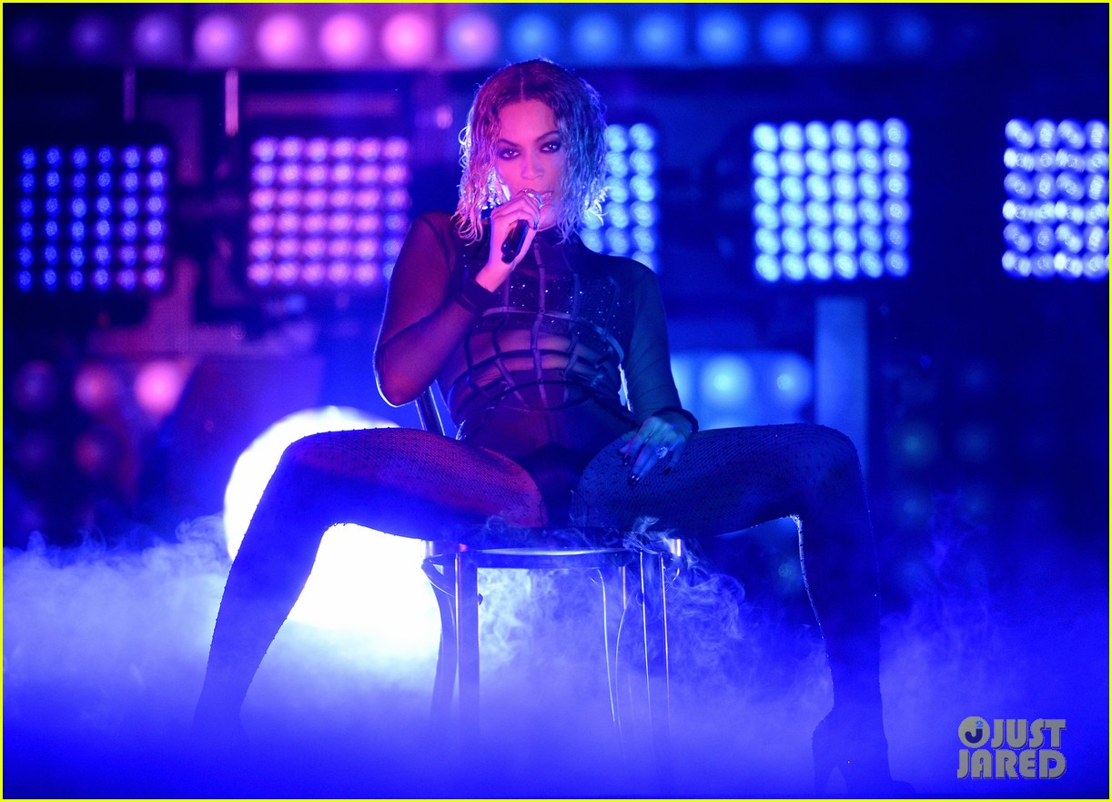 beyonce jay z drunk in love at grammys 2014 watch now 183041200