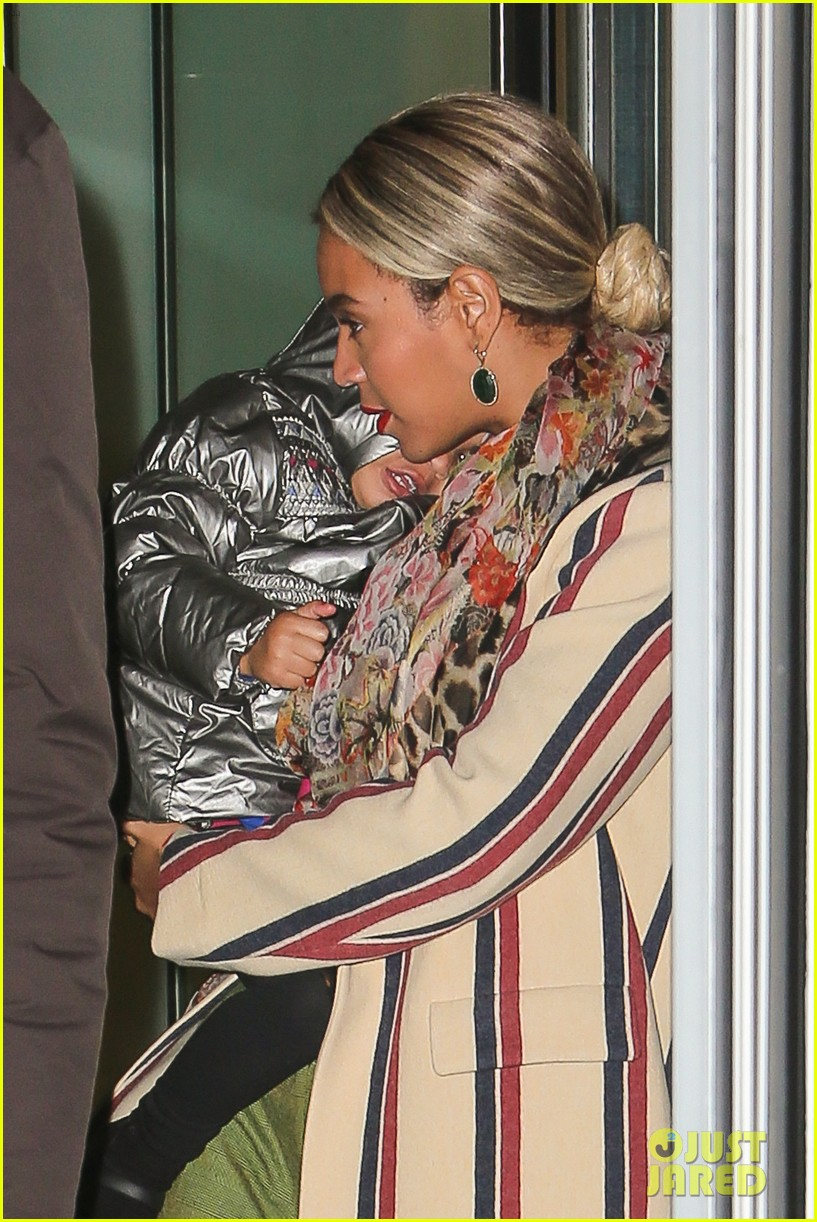 beyonce steps out in the big apple with blue ivy carter 10