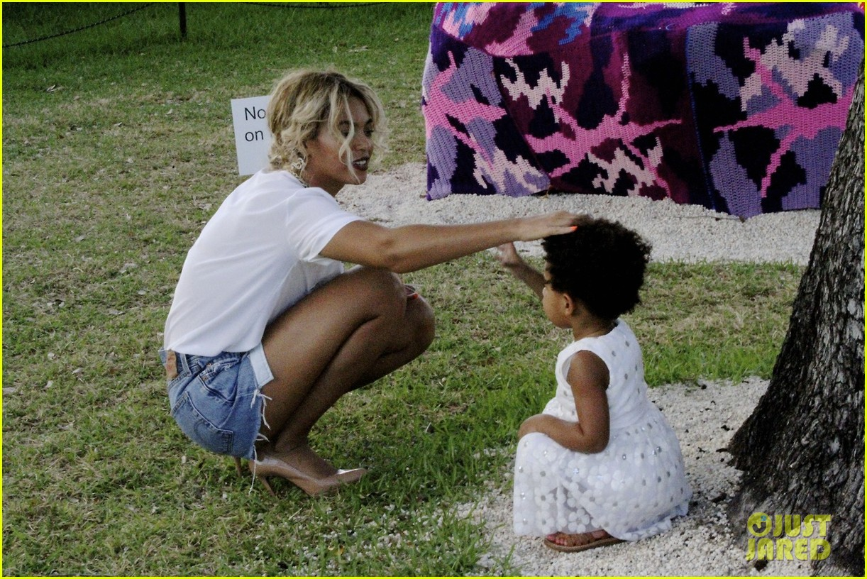 beyonce jay z visit a park with blue ivy new photos 01