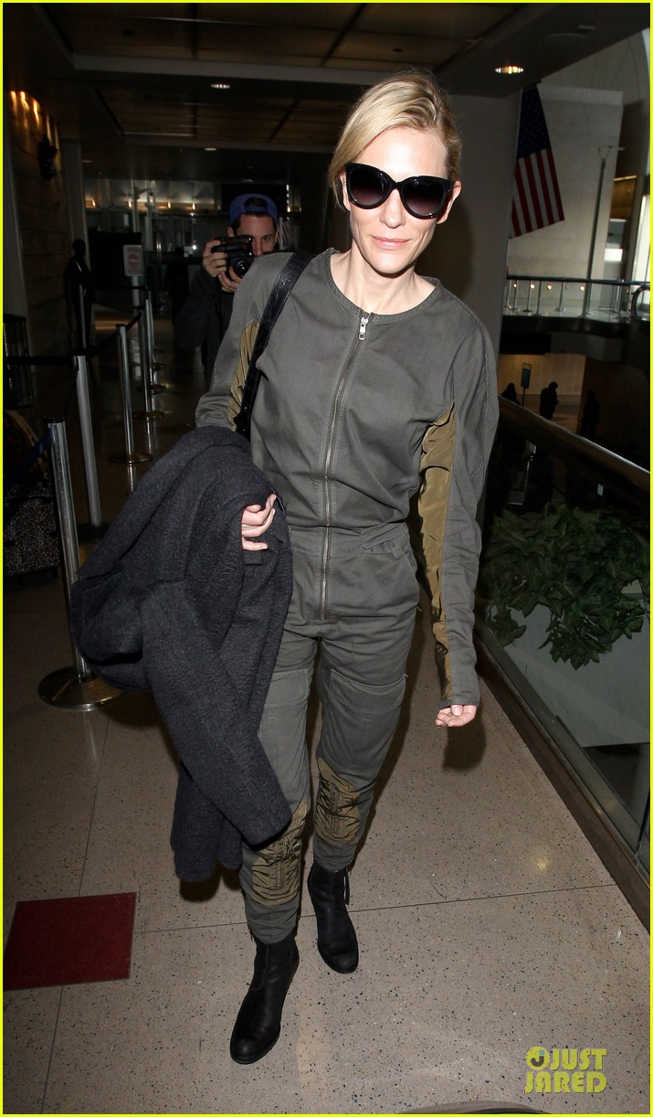 cate blanchett lax arrival after nyfcc awards ceremony 06