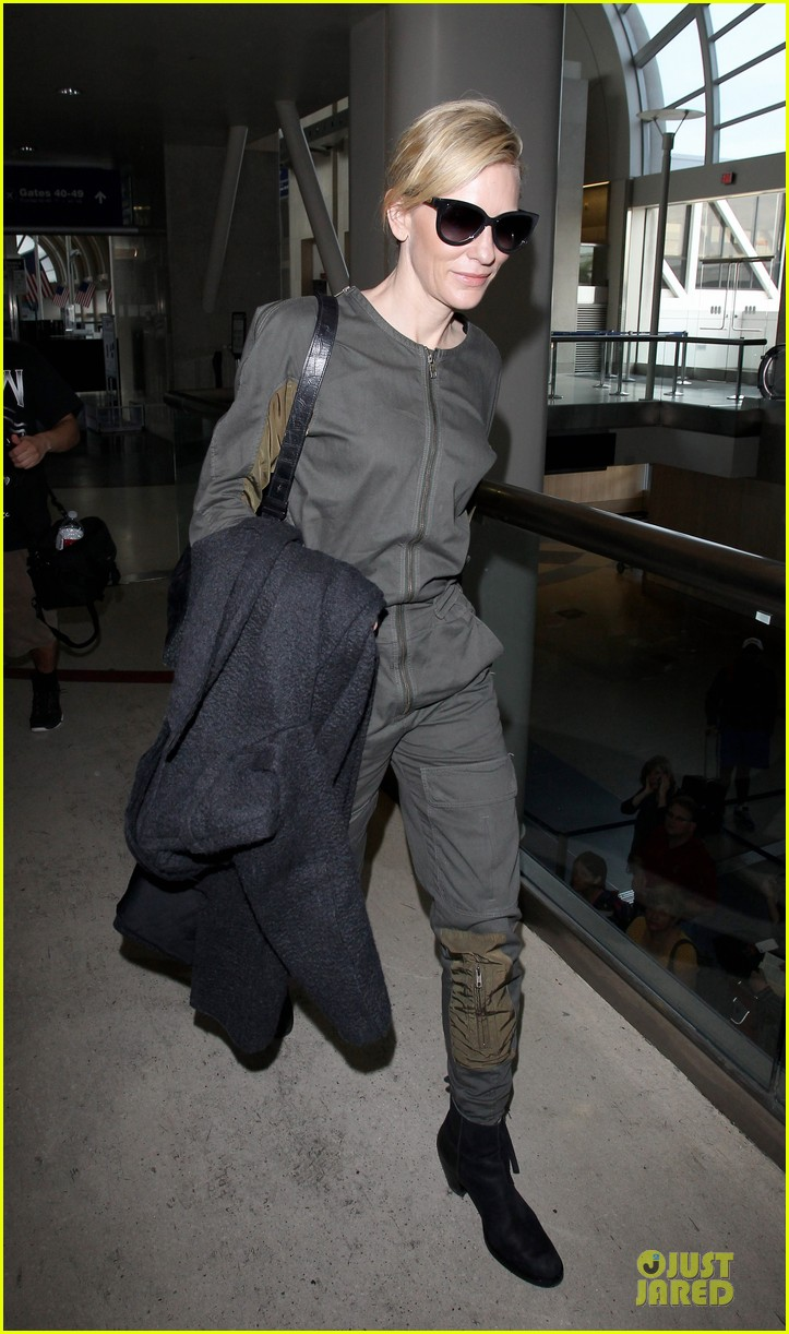 cate blanchett lax arrival after nyfcc awards ceremony 07