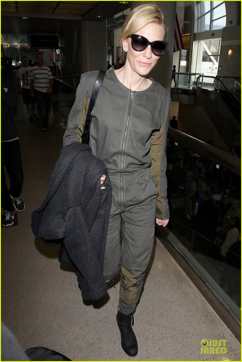 cate blanchett lax arrival after nyfcc awards ceremony 08