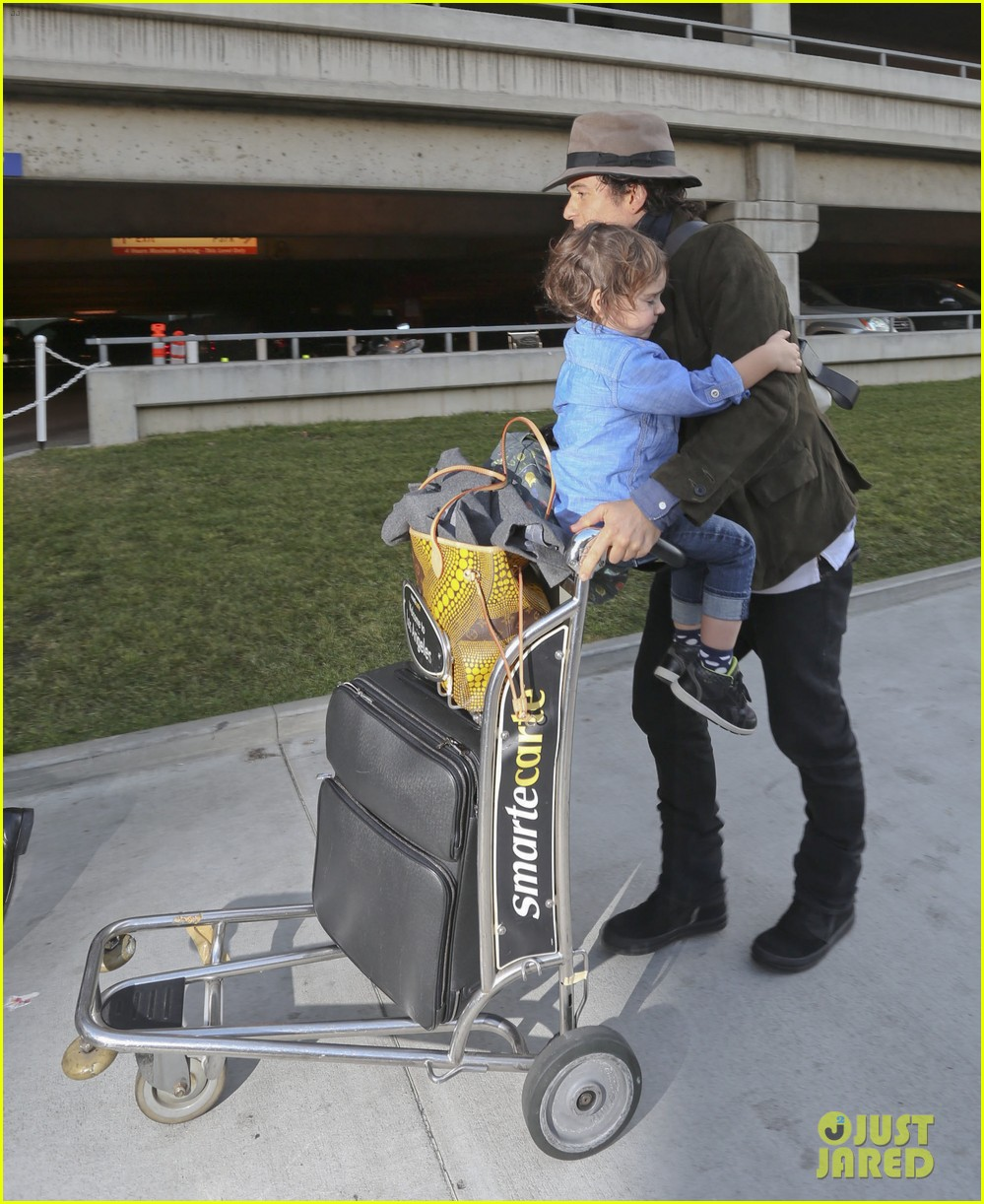 orlando bloom brings flynn to los angeles after his 3rd bday 013026672