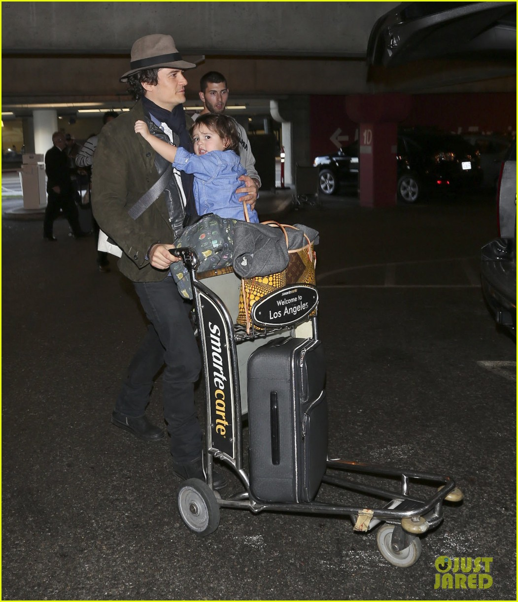 orlando bloom brings flynn to los angeles after his 3rd bday 14