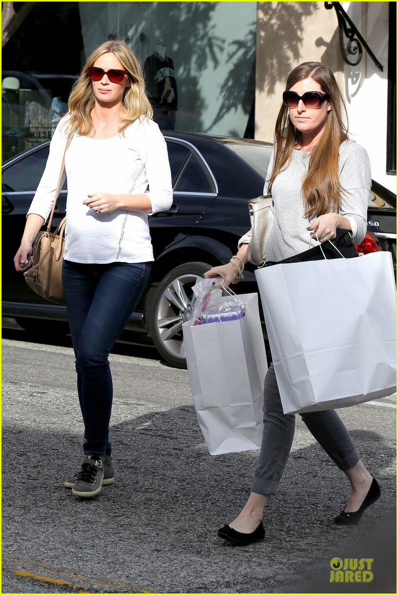 emily blunt baby shopping spree at bel bambini 11