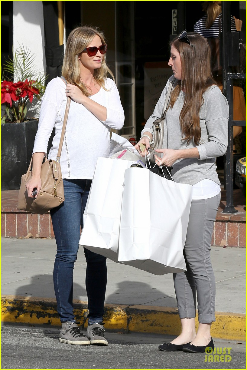 emily blunt baby shopping spree at bel bambini 183024054