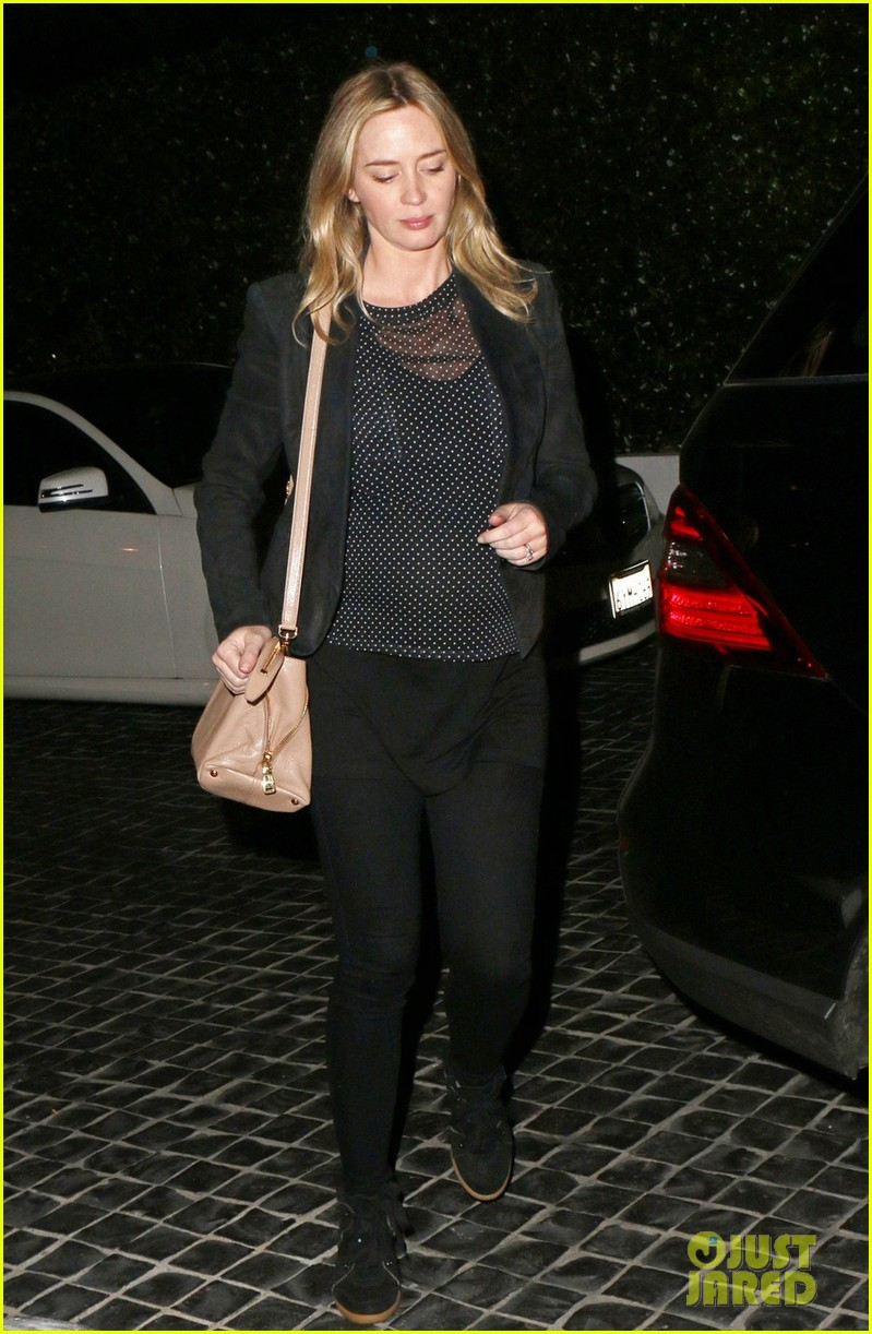 emily blunt looks ready to pop at dinner with john krasinski 033037748