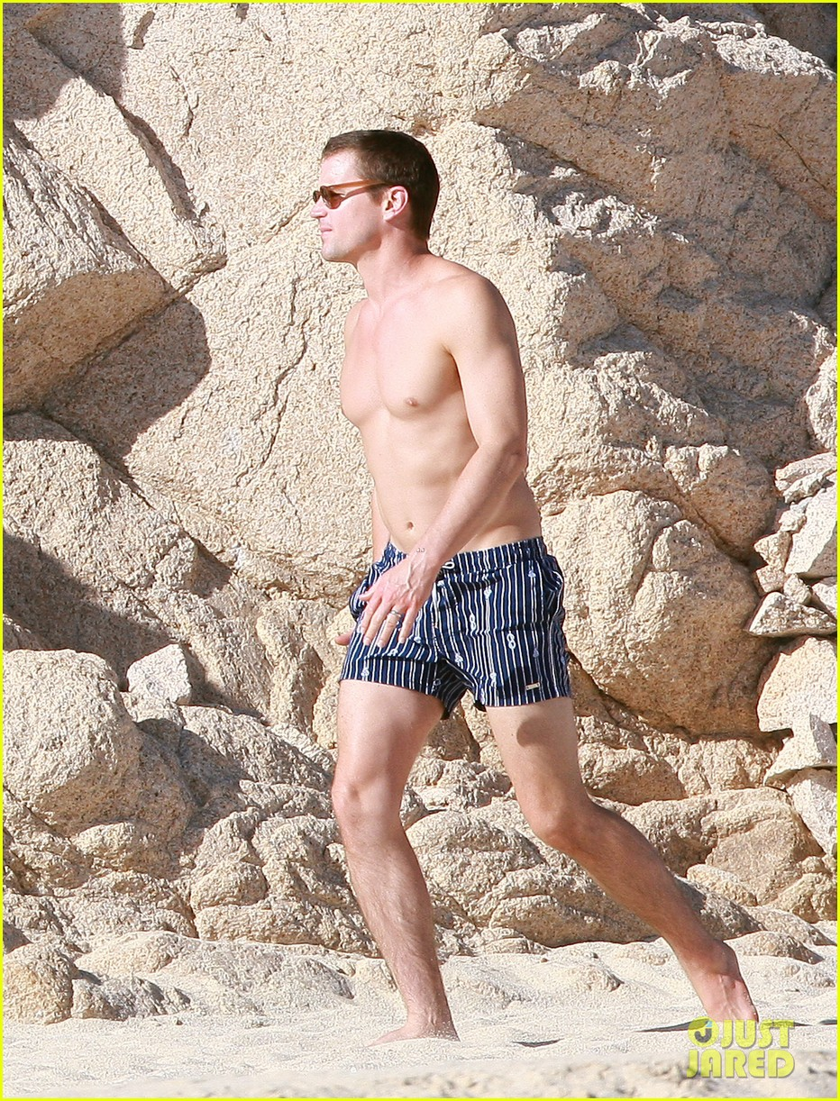 matt bomer shirtless sexy cabo vacation with simon halls 06