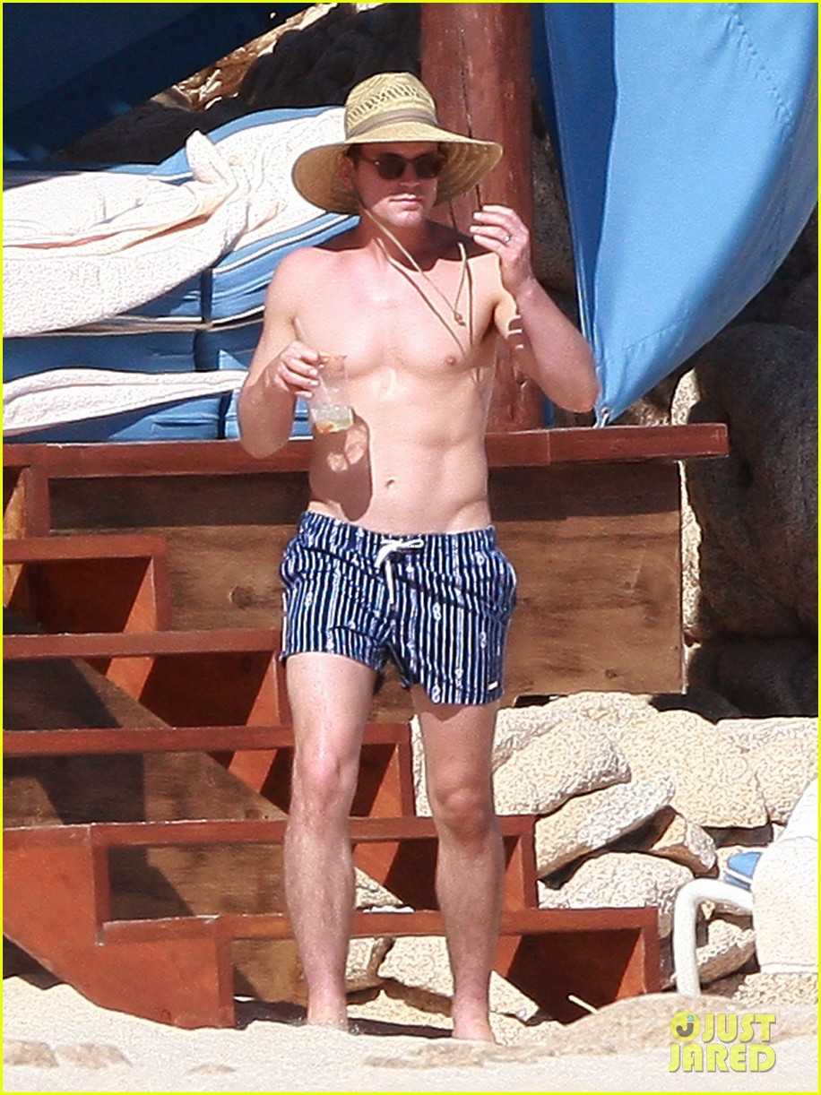 matt bomer shirtless sexy cabo vacation with simon halls 07