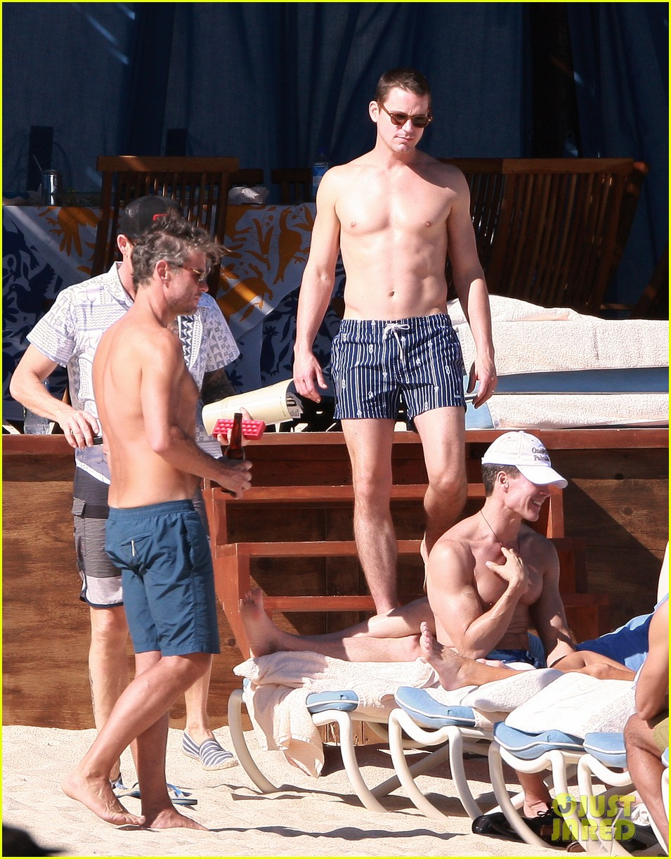 matt bomer shirtless sexy cabo vacation with simon halls 18