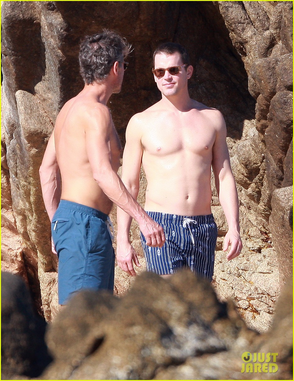 matt bomer shirtless sexy cabo vacation with simon halls 35