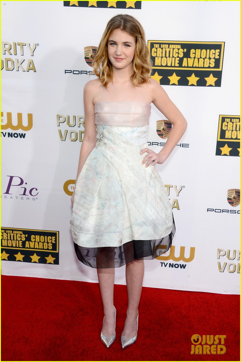 abigail breslin sophie nelisse critics choice movie awards 2014 red carpet 05