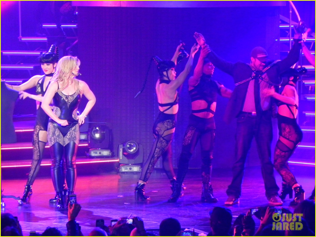 britney spears ties up boyfriend david lucado during new years eve concert 073020963