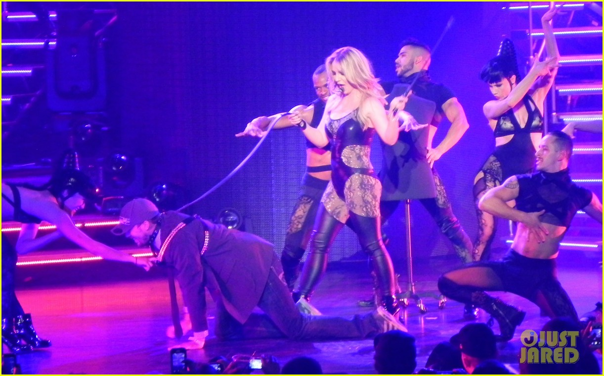 britney spears ties up boyfriend david lucado during new years eve concert 103020966