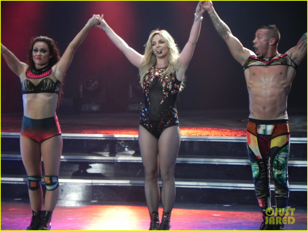 britney spears ties up boyfriend david lucado during new years eve concert 33