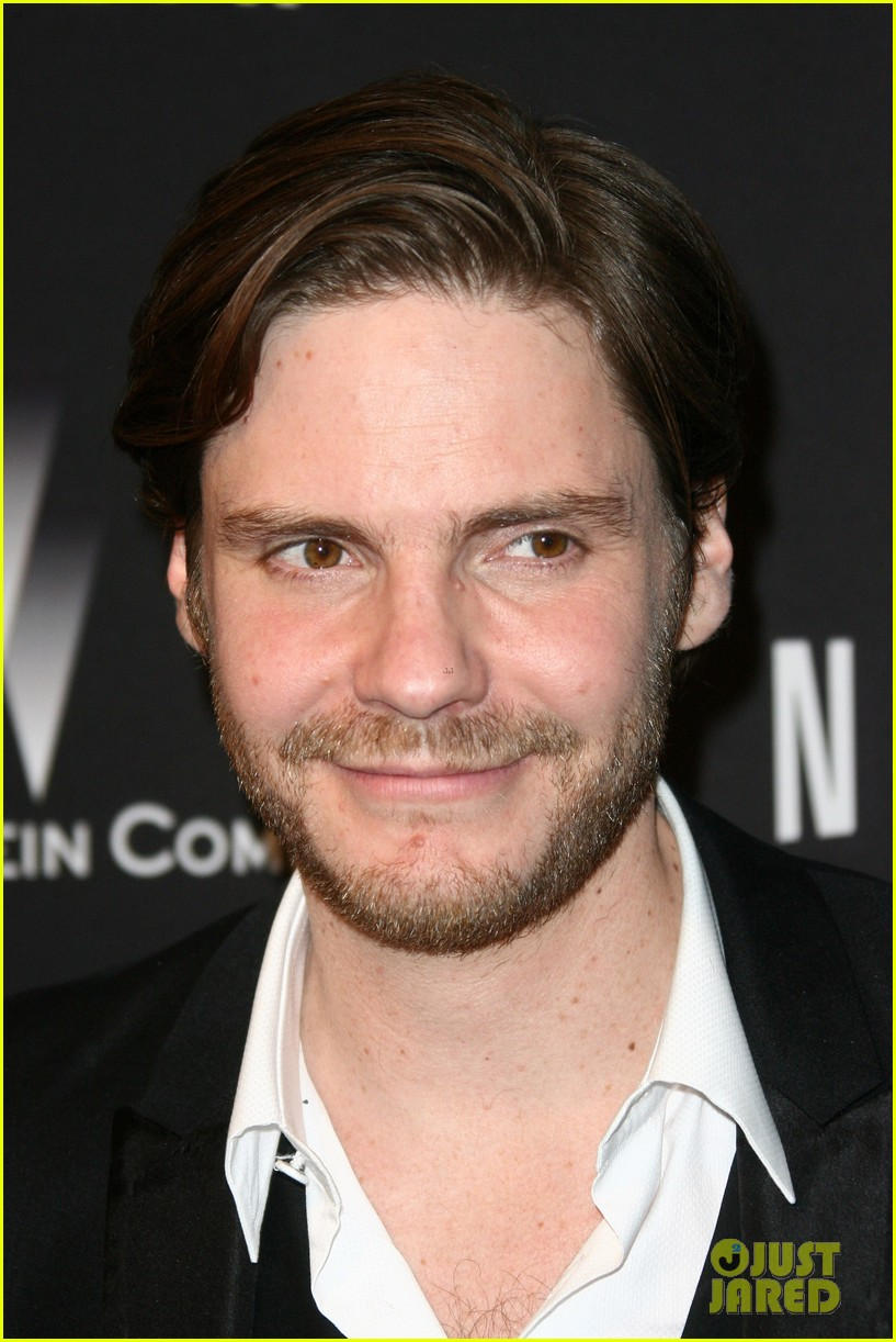 daniel bruhl jeremy irvine weinstein golden globes party 2014 09