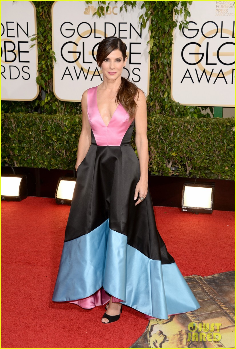 sandra bullock golden globes 2014 red carpet 01