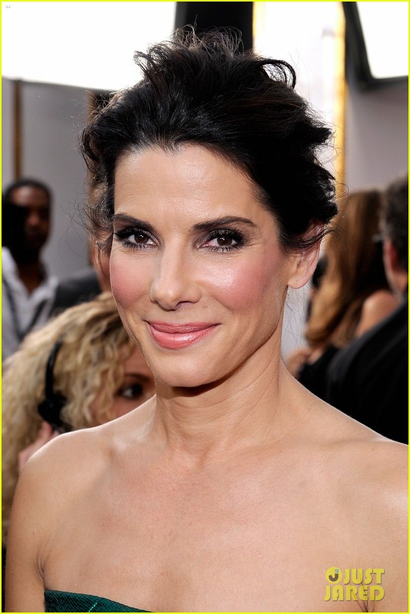 sandra bullock sag awards 2014 red carpet 04